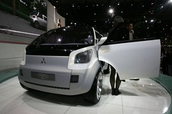 Mitsubishi Ez-Miev concept car