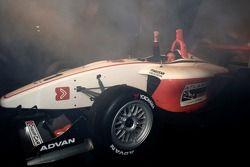 Jimmy Vasser conduit la nouvelle voiture Atlantique durant un stage