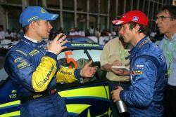 Petter Solberg et Sébastien Loeb discutent