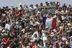 Des fans mexicains fêtent la victoire de Sébastien Loeb