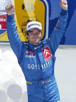 Podio: ganador Sébastien Loeb celebra