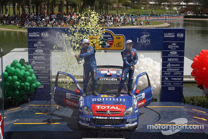 Podio: champagne de Sébastien Loeb y Daniel Elena