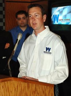 Kurt Busch, l'ancien employé de Water Works, parle au NASCAR Café à l'hôtel Sahara