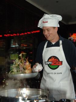 Brent Sherman participe au premier Raybestos Rookie cooking Challenge