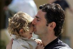 Pedro de la Rosa con su hijo