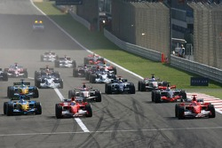 Start: Michael Schumacher, Felipe Massa and Fernando Alonso battle for the lead