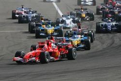 Inicio: Michael Schumacher toma la delantera