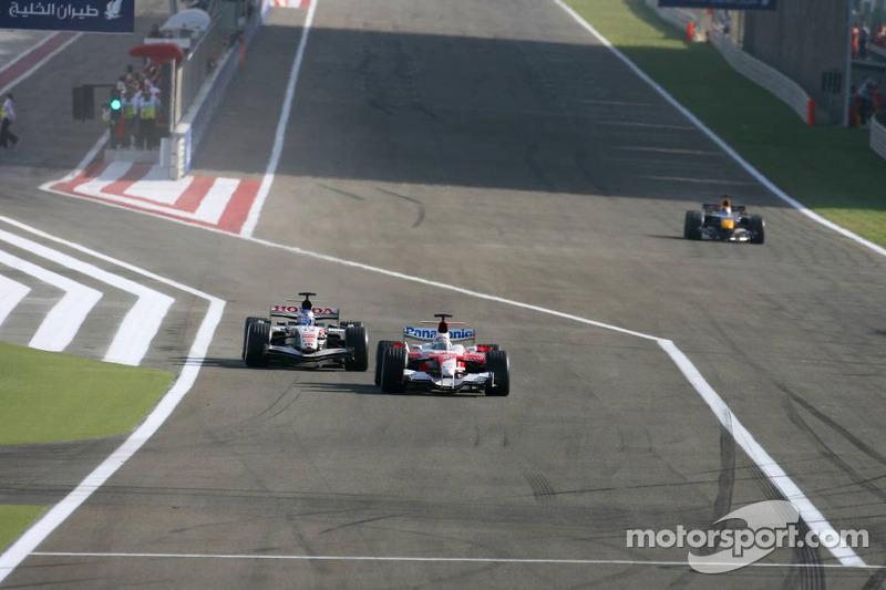 Jenson Button pasa a  Jarno Trulli