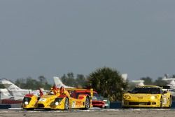 #7 Penske Motorsports Porsche RS Spyder: Timo Bernhard, Romain Dumas, Patrick Long, #4 Corvette Raci