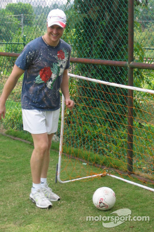 Ralf Schumacher joue au football