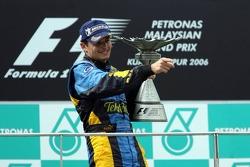 Podio: ganador de la carrera Giancarlo Fisichella celebra