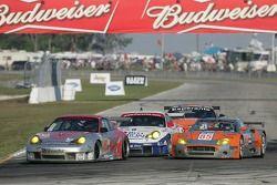 #23 Alex Job Racing Porsche 911 GT3 RSR: Mike Rockenfeller, Klaus Graf, Graham Rahal et #85 Spyker S