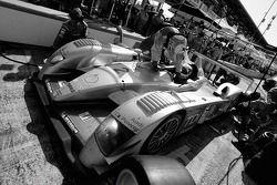 Arrêt au stand pour #2 Audi Sport North America Audi R10 TDI Power: Rinaldo Capello, Tom Kristensen, Allan McNish