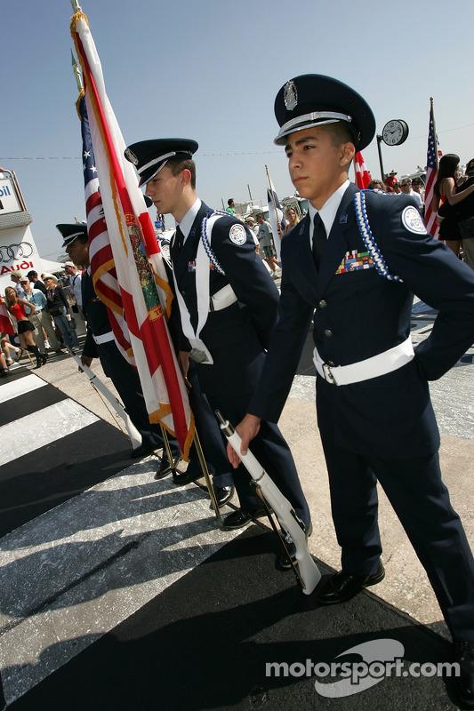 Membres d'Air Force sur la grille de départ