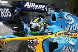 Le vainqueur de la pole position Giancarlo Fisichella