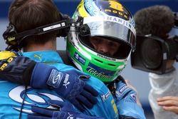 Ganador de la pole Giancarlo Fisichella celebra