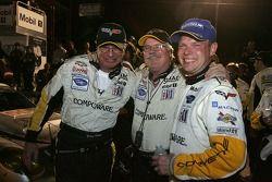 Le vainqueur du GT1 Jan Magnussen avec Doug Fehan et Gary Pratt