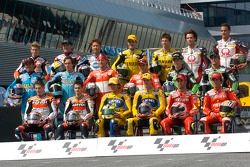 Photoshoot: family picture for the 2006 MotoGP riders