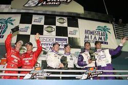 Podium DP: les vainqueurs Mike Rockenfeller et Patrick Long, Christian Fittipaldi and Lucas Luhr, Scott Pruett et Luis Diaz