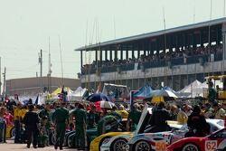 L'équipe prépare le départ de la course
