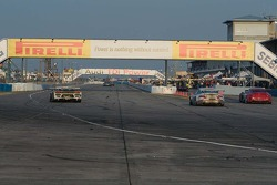 Afternoon race action on the pit straight