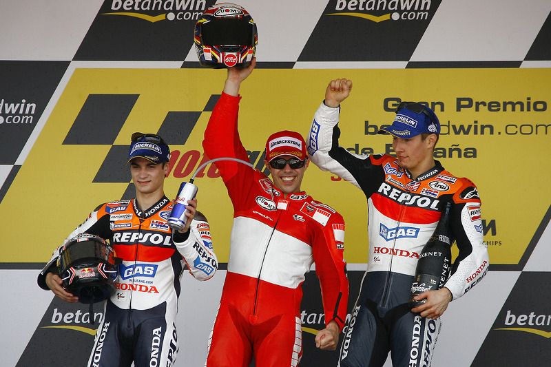 Podio: 1º Loris Capirossi, 2º Dani Pedrosa, 3º Nicky Hayden