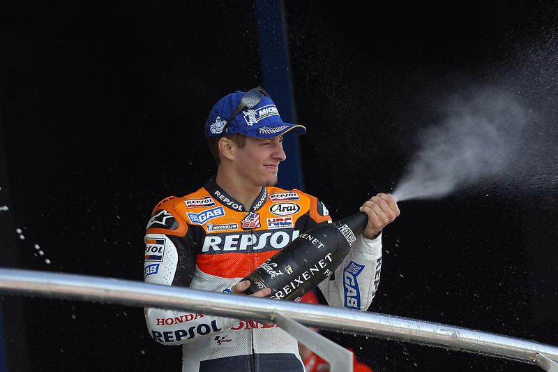 Podium: champagne para Nicky Hayden