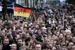138 000 фанатов на улицах Дюссельдорфа в честь презентации DTM в 2006 году