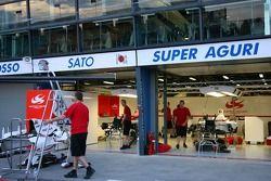 Le garage Super Aguri F1
