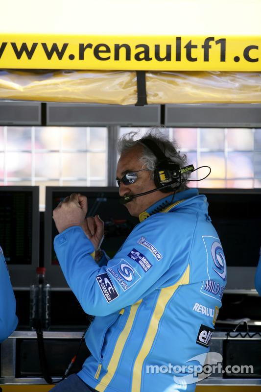 Flavio Briatore fête le meilleur temps de Fernando Alonso