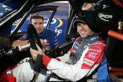Tiago Monteiro s'installe dans la voiture Australian V8 avec Paul Cruickshank de PCR Racing