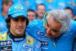 Séance photos de Renault F1: Fernando Alonso et Flavio Briatore