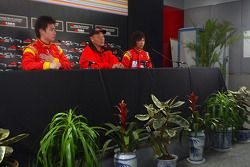 Tengyi Jiang de l'équipe A1 de Chine, Yiu Yu, et Qinghua Ma en conférence de presse