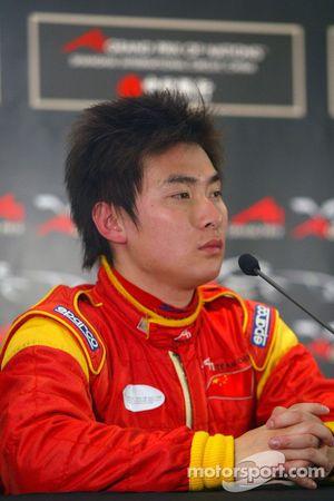 Tengyi Jiang pour la Chine en conférence de presse