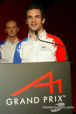 Alexandre Premat (FRA) A1 Team France and Nicolas Lapierre (FRA) A1 Team France accept their award for winning the A1GP Championship