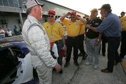 Le vainqueur Mike McCann avec son équipe