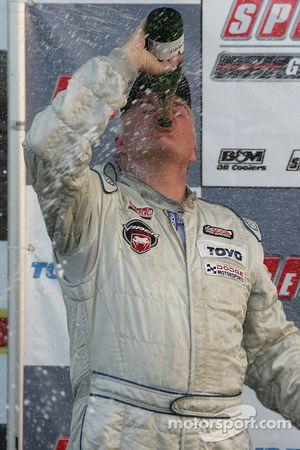 Champagne pour Mike McCann