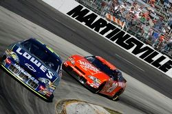 Jimmie Johnson devant Tony Stewart