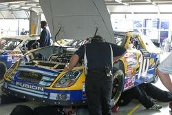 Travail sur la voiture de John Andretti