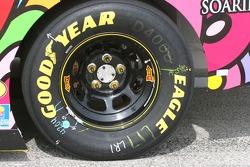 Détail du pneu arrière de Matt Kenseth