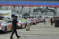 Les voitures Busch s'alignent pour la séance d'essai