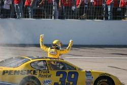 Kurt Busch fête sa victoire
