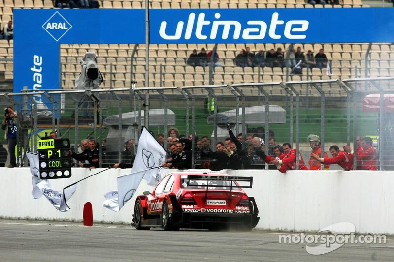 Bernd Schneider gagne la course