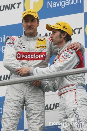 Podium: le vainqueur Bernd Schneider avec Heinz-Harald Frentzen