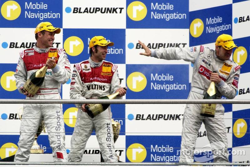 Podium: Bernd Schneider reçoit du champagne