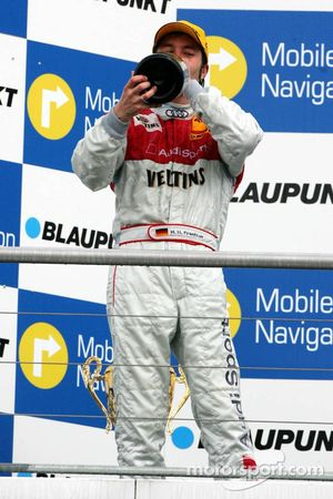 Podium: champagne for Heinz-Harald Frentzen