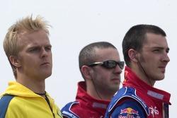 Heikki Kovalainen regarde la course