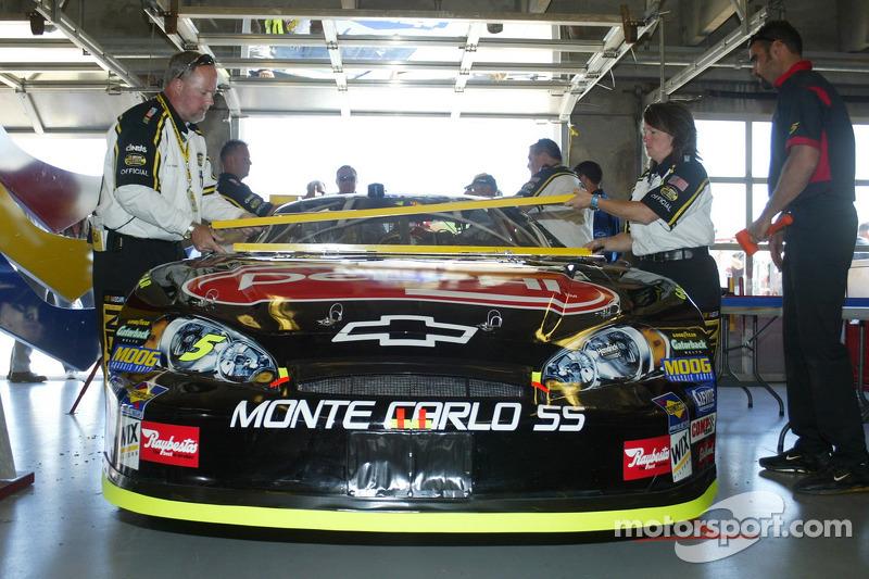 La voiture de Kyle Busch dans le garage