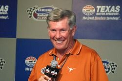 Mack Brown, University of Texas National Champions Football Coach, Grand Marsahll SamSung/Radio Shac