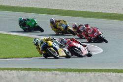 Valentino Rossi devant Loris Capirossi